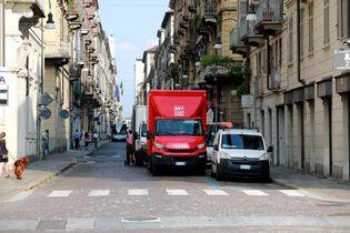 城配专业化分工明显 意大利都灵街头竟然出现很多日系轻卡!