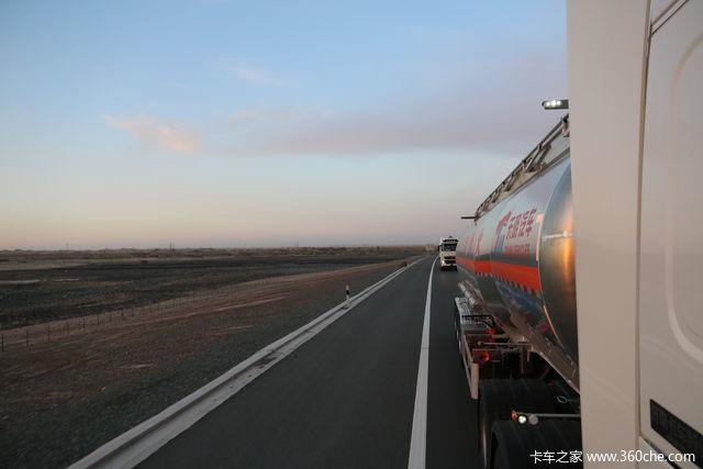 开着重汽T7H一路向西去哈密 3500公里日夜兼程从短袖到棉衣