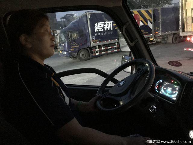女人开卡车咋啦?德邦快递女司机跟车体验
