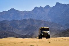 男人与钢铁巨兽的较量 2020年达喀尔拉力赛卡车组第一赛段集锦