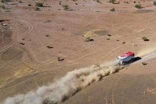 困难重重也要永争第一!2020年达喀尔拉力赛卡车组第二赛段集锦